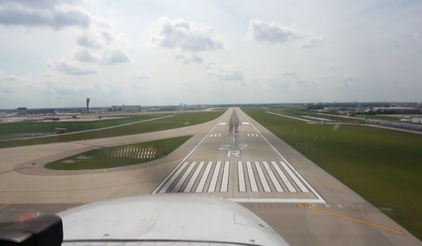 approach end of runway 27 right in Chicago O'Hare